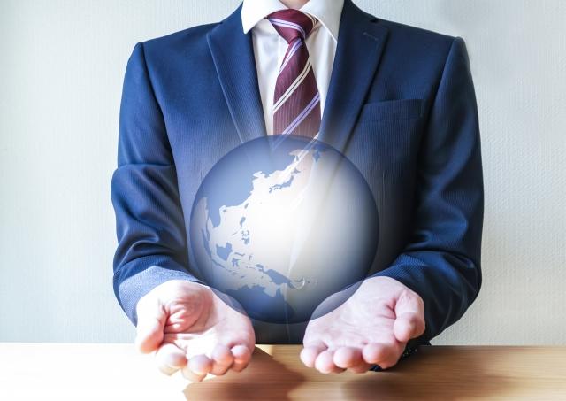 ビジネスパーソンとグローバルのイメージ画像