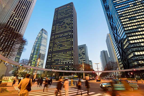 東京の街と行き交う人々